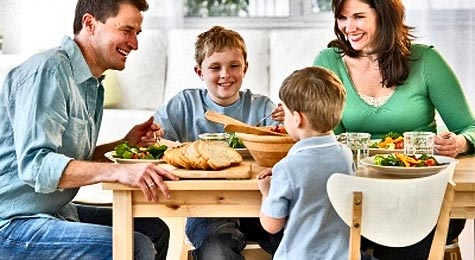 5 Reasons Eating Dinner Together As A Family Is Important